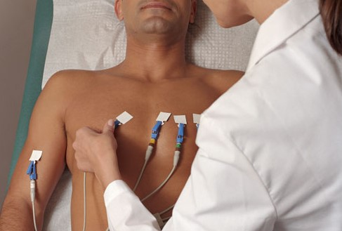 Paziente durante elettrocardiogramma